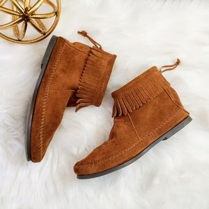 Minnetonka | 7 suede fringe mocassin ankle booties